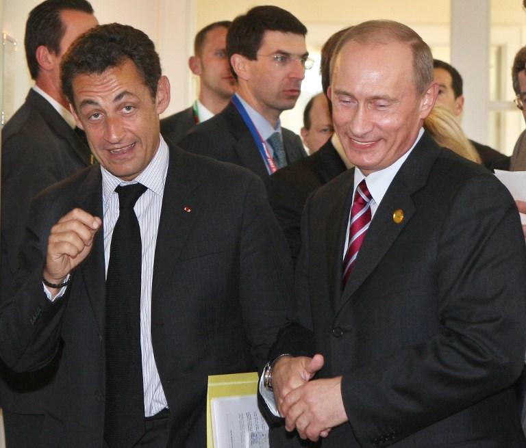 Poutine et Sarkozy, copains comme cochons