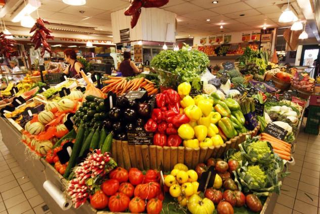 Fruits et légumes en supermarché