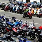 Deux villes de banlieues parisiennes instaurent le stationnement payant pour les deux-roues