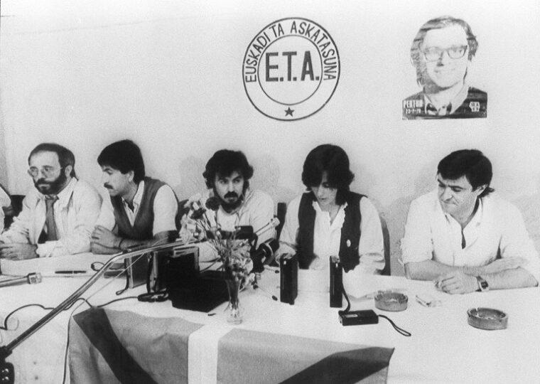 Plusieurs membres basques de l'ETA, en 1982 (©AFP)
