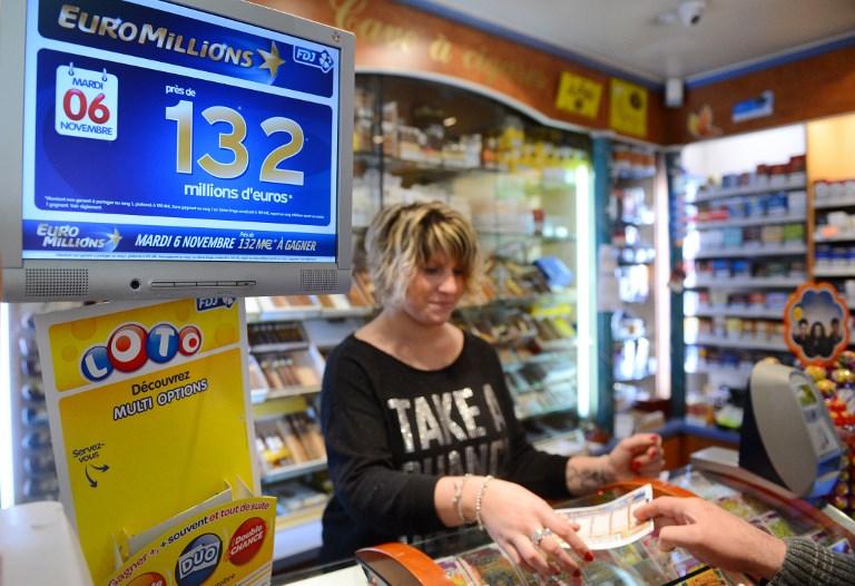 Bureau de tabac (©ALAIN JOCARD - AFP)